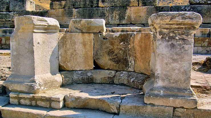 Hierapolis Tritonlu Çeşme Binası